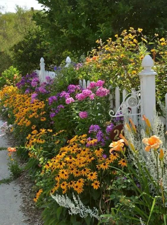 11 Inspirational Flower Garden Ideas For Backyard Simple ...
