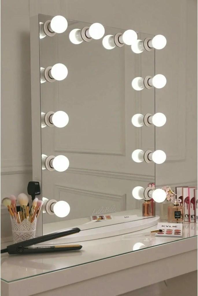 Makeup Stands 1