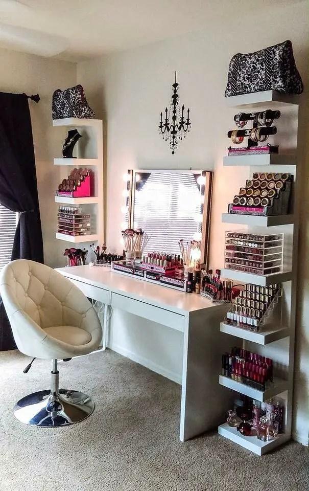 Makeup Stands 10