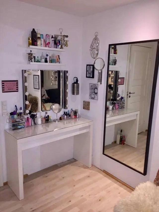 Makeup Stands 15