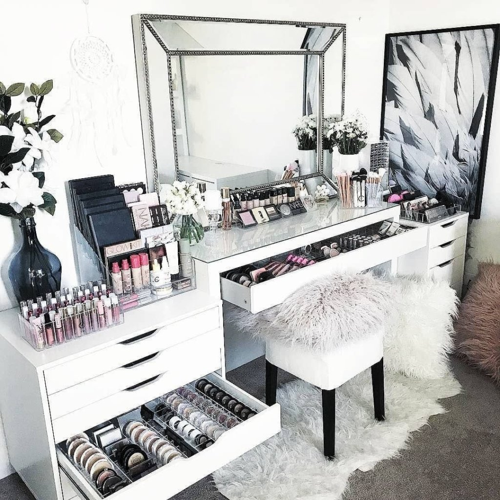 Makeup Stands 19