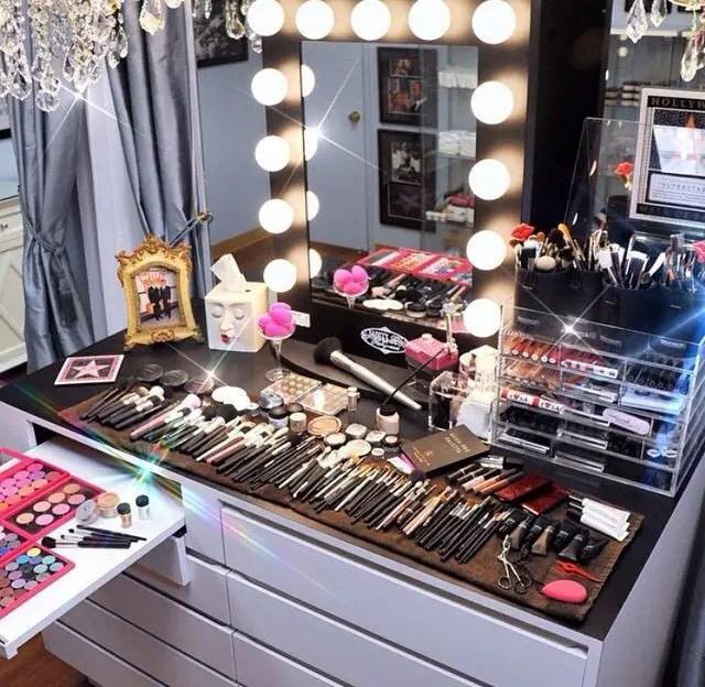 Makeup Stands 22