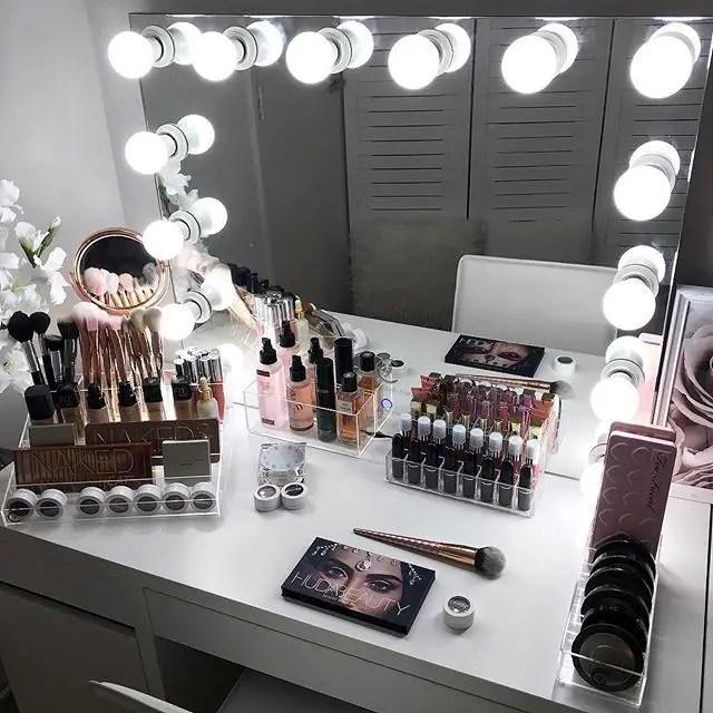 Makeup Stands 33