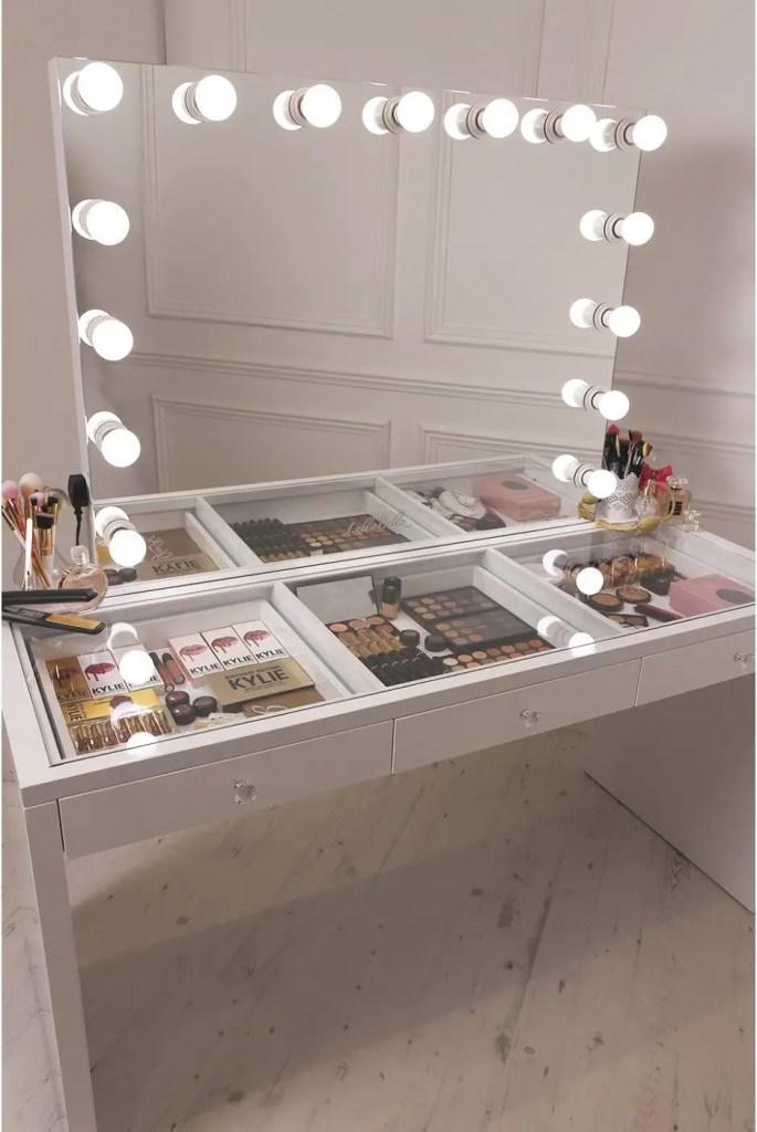 Makeup Stands 35