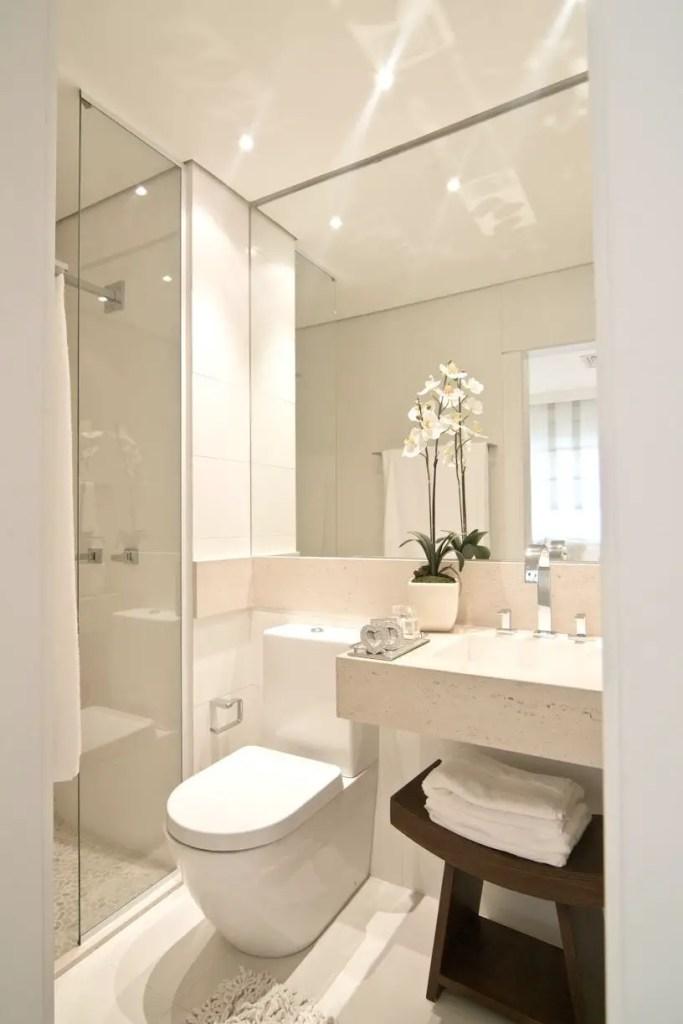 Small Master Bathroom 16