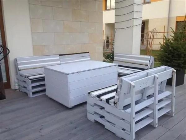 Wooden Pallets Sofa 23