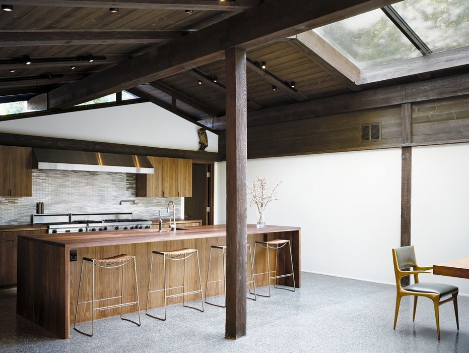 Experimental Ranch House with wooden accent