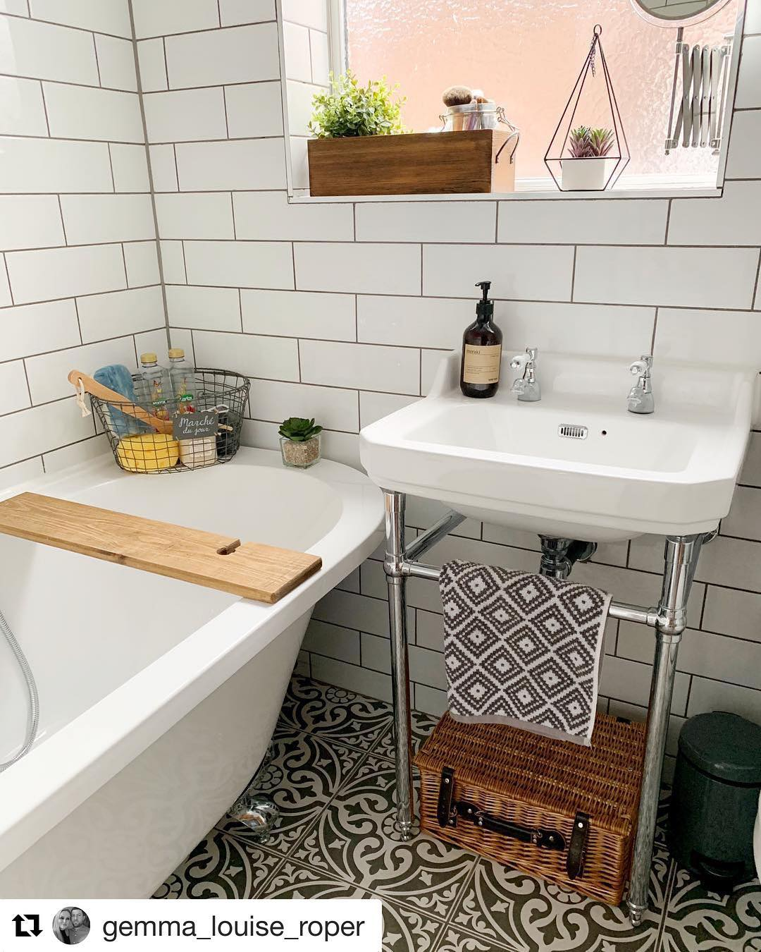 Small Bathroom Trends 2020: Photos And Videos Of Small ... on Small Bathroom Ideas 2020 id=82869