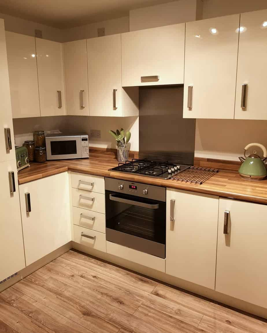 8 Best Small Kitchen Ideas 2020: Photos and Videos of ... on Best Small Kitchens  id=16084
