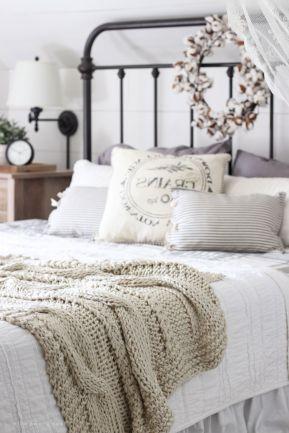 65 The Best Way to Beautify Your Bedroom Headboard 0019
