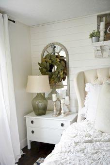 35 Stunning Magnolia Homes Bedroom Design Ideas For Comfortable Sleep 005