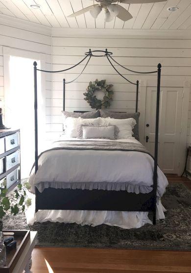 35 Stunning Magnolia Homes Bedroom Design Ideas For Comfortable Sleep 022