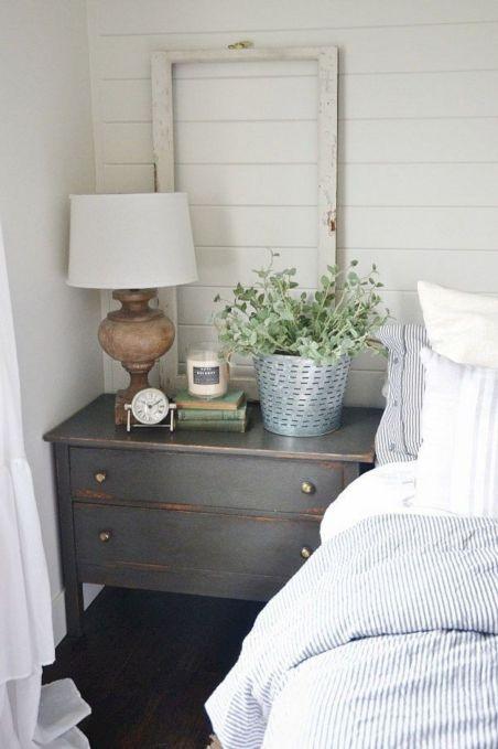 35 Stunning Magnolia Homes Bedroom Design Ideas For Comfortable Sleep 043