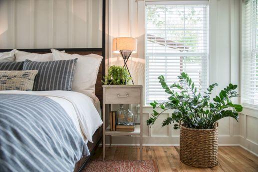 35 Stunning Magnolia Homes Bedroom Design Ideas For Comfortable Sleep 046