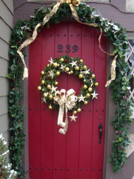 Front Door Christmas Decorations Idea