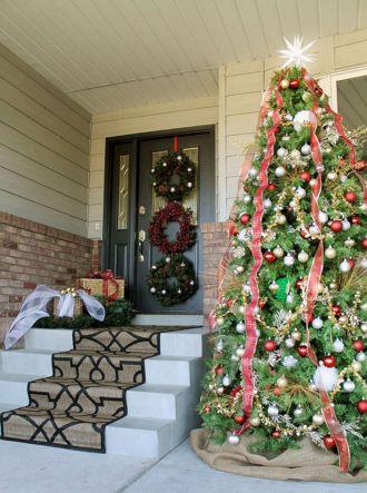 Front Door Christmas Design Idea