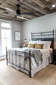 Rustic Farmhouse Style Master Bedroom Ideas 43