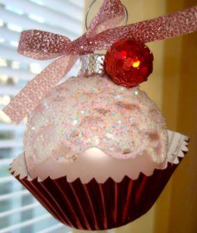 Cute Christmas Cupcake Ornament DIY