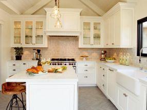 Modern White Farmhouse Kitchen