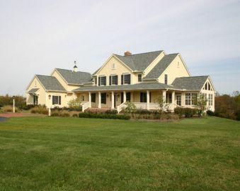 Farmhouse Exterior Design 18