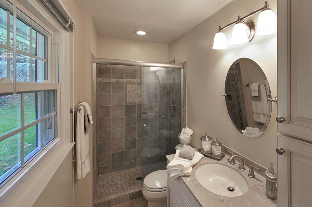 Small Master Bathroom Design 15