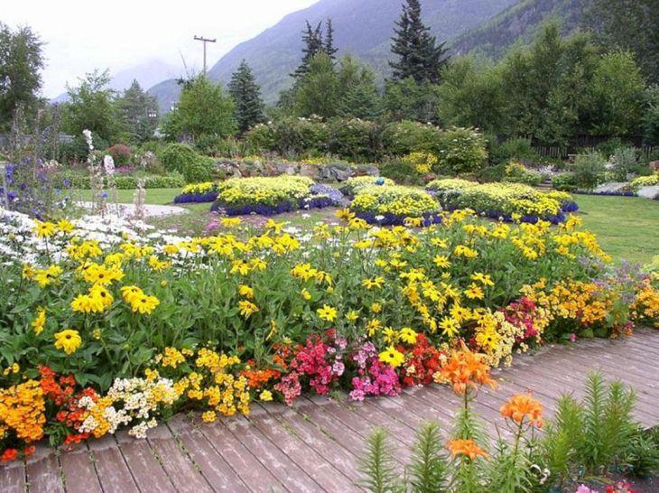 Front Yard Flower Garden Design 28