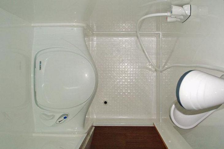 RV Bathroom Shower 03