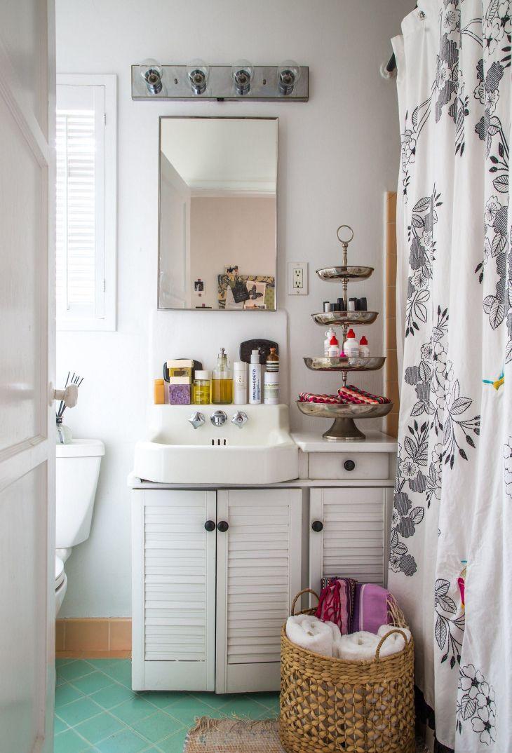 Vintage Style Tiny Bathroom