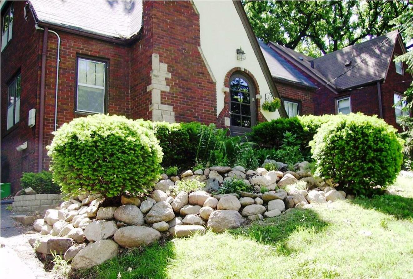 Front Yard Landscaping With Rocks 17