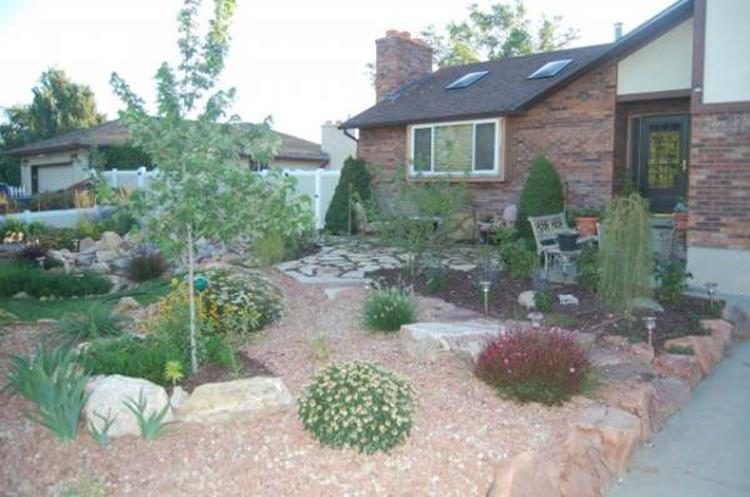 Front Yard Landscaping With Rocks 30
