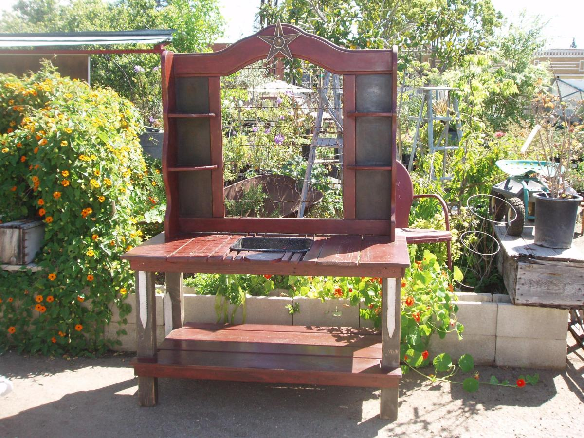 Outdoor Garden Potting Bench Design Ideas 8