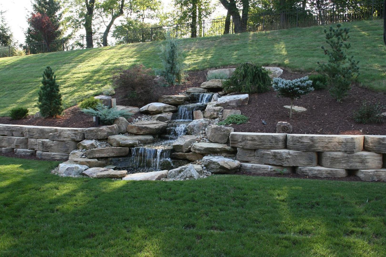 Economic Pond Retaining Wall Ideas 4 - DecoRelated on Back Wall Garden Ideas id=16344