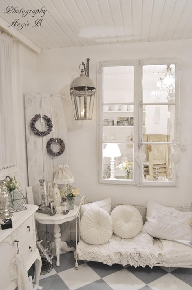 Shabby Chic Living Room Decorating on A Budget 25