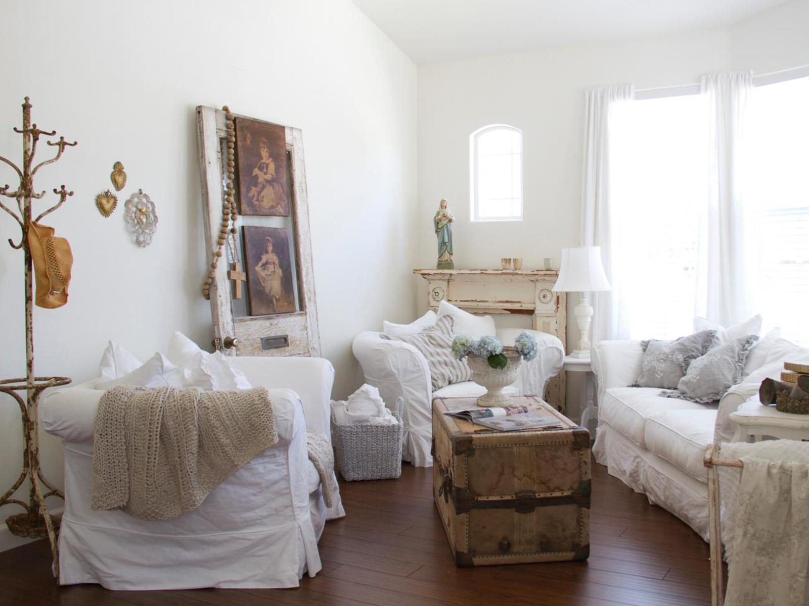 Shabby Chic Living Room Decorating on A Budget 38