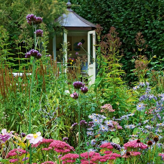 Stunning Country Cottage Gardens Ideas 12