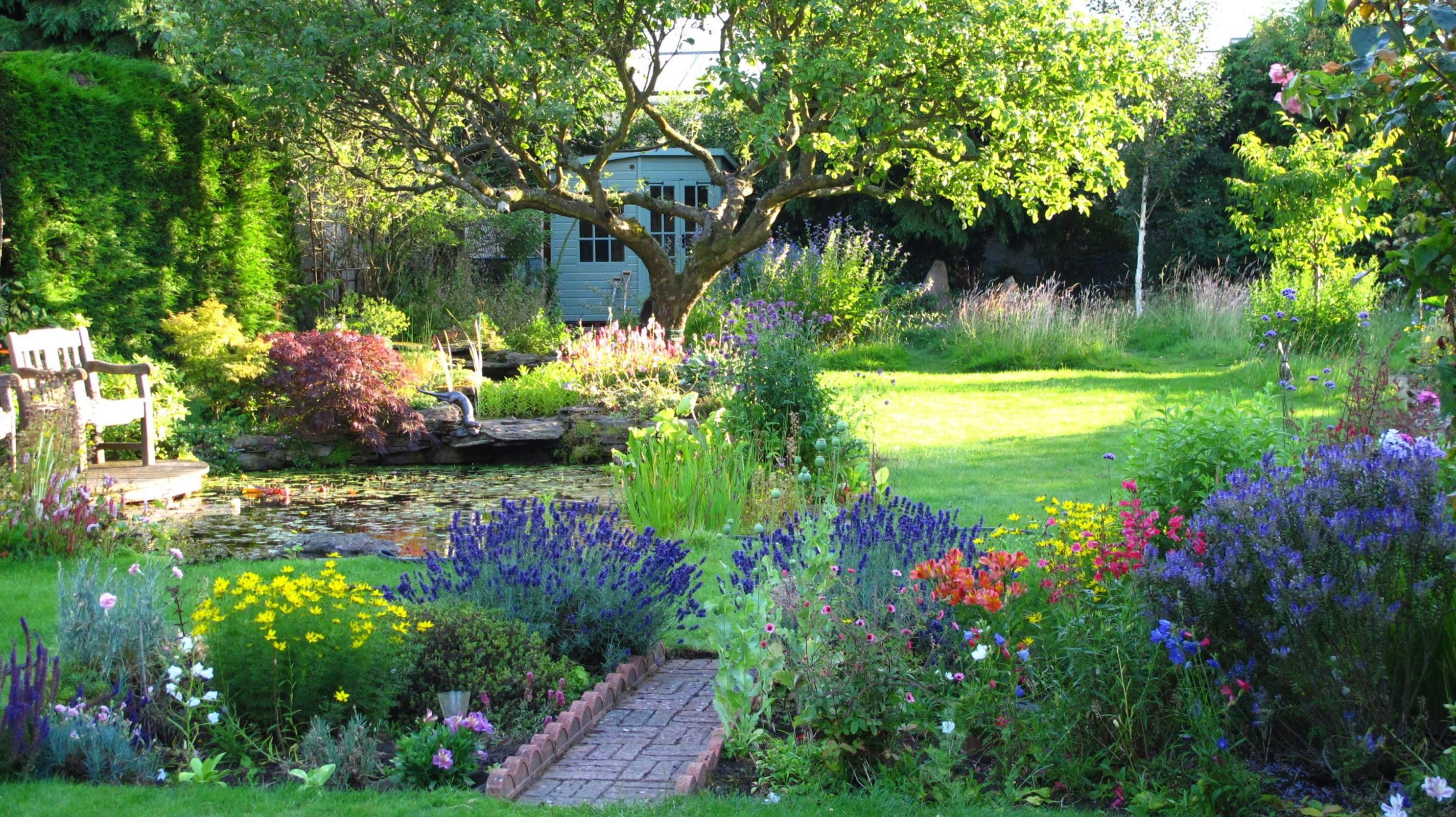 Stunning Country Cottage Gardens Ideas 15