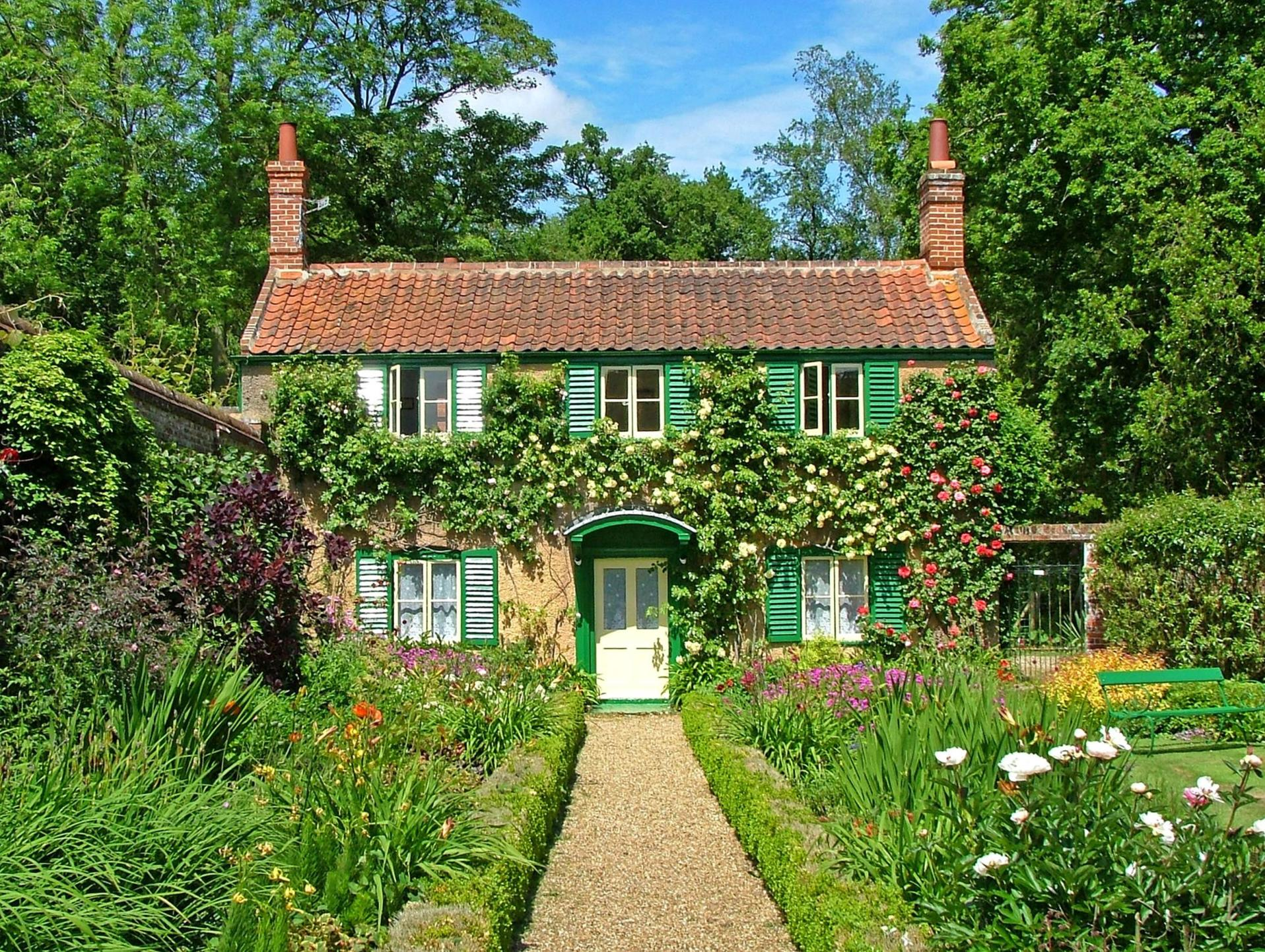Stunning Country Cottage Gardens Ideas 19