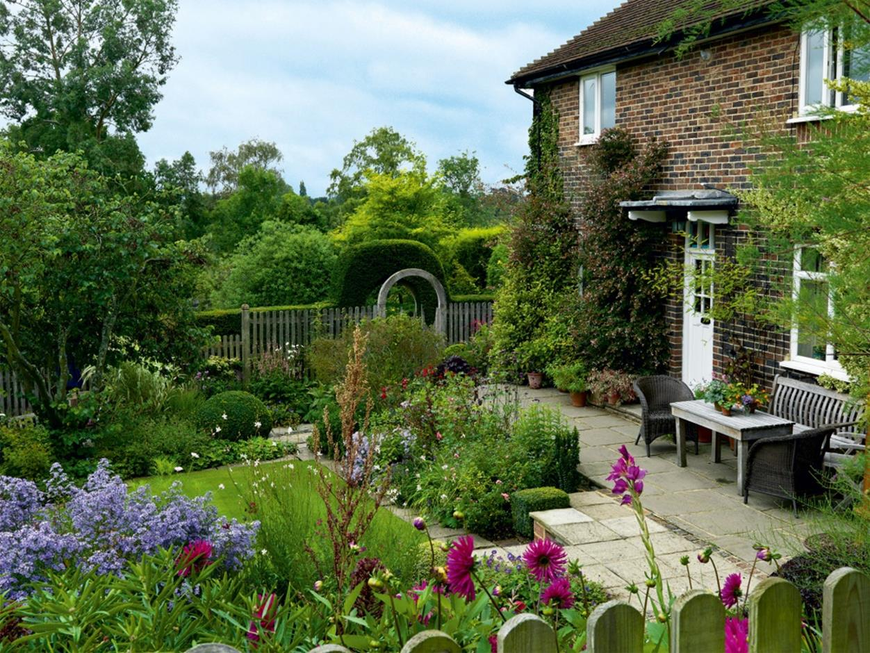 Stunning Country Cottage Gardens Ideas 3