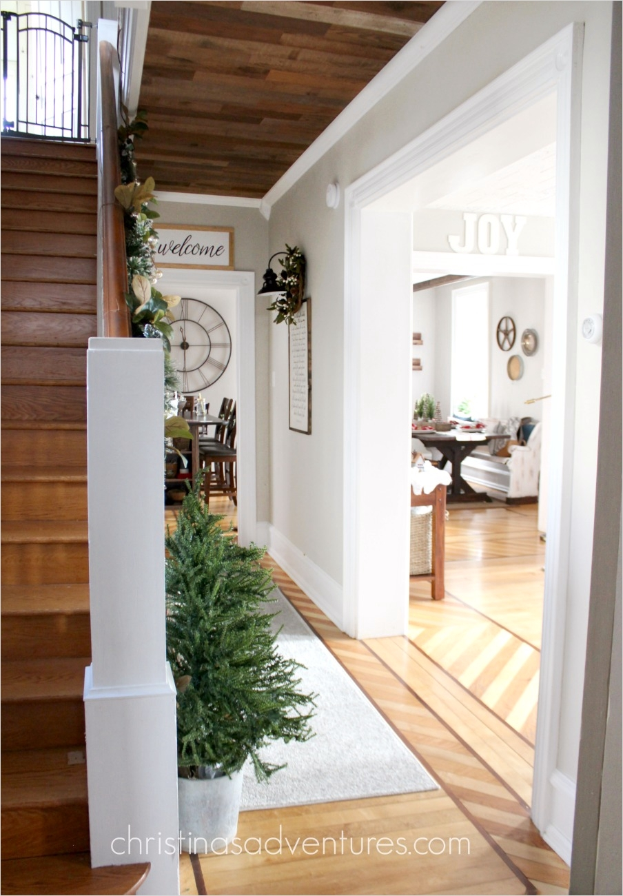 39 Stunning Farmhouse Hallway Decorating Ideas 65 Farmhouse Christmas Hallway Decorating Christinas Adventures 4