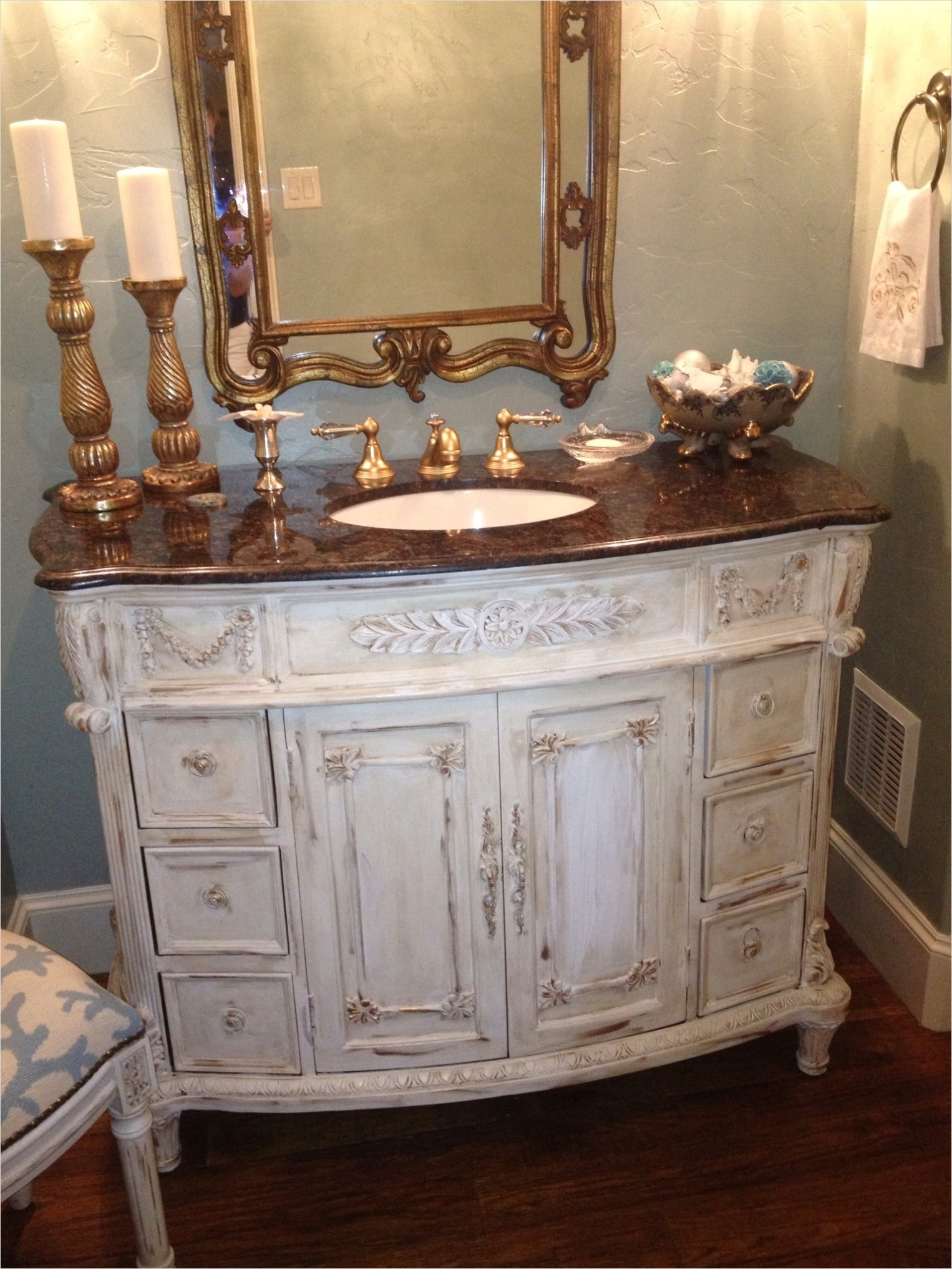 40 Stunning French Country Small Bathroom 92 French Style Bathroom French Country Bathroom Apinfectologia 7