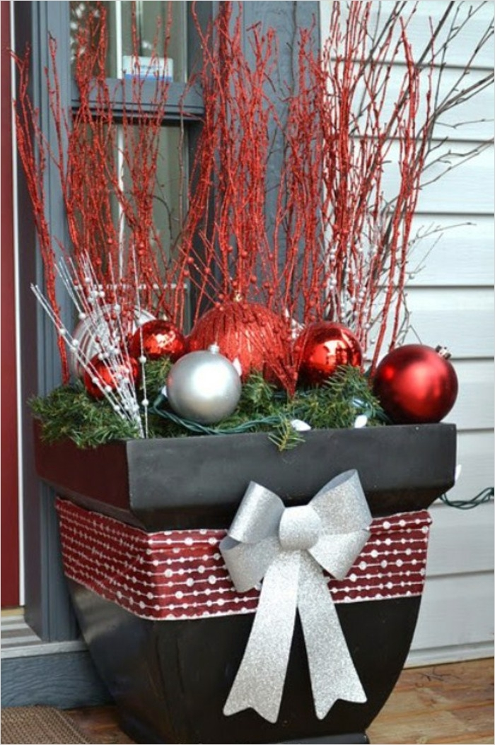 42 Beautiful Christmas Outdoor Pot Decorations Ideas 12 Christmas Decorations for Outside Power Christmas to An Experience – Fresh Design Pedia 8