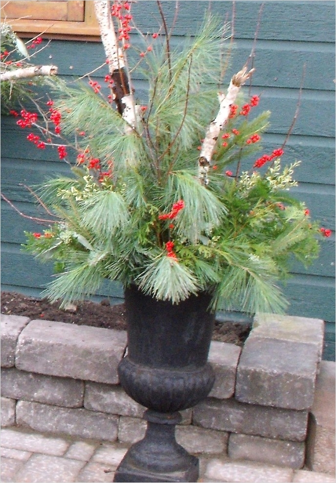 42 Beautiful Christmas Outdoor Pot Decorations Ideas 34 55 Best Images About Christmas Outdoor Planters On Pinterest 9