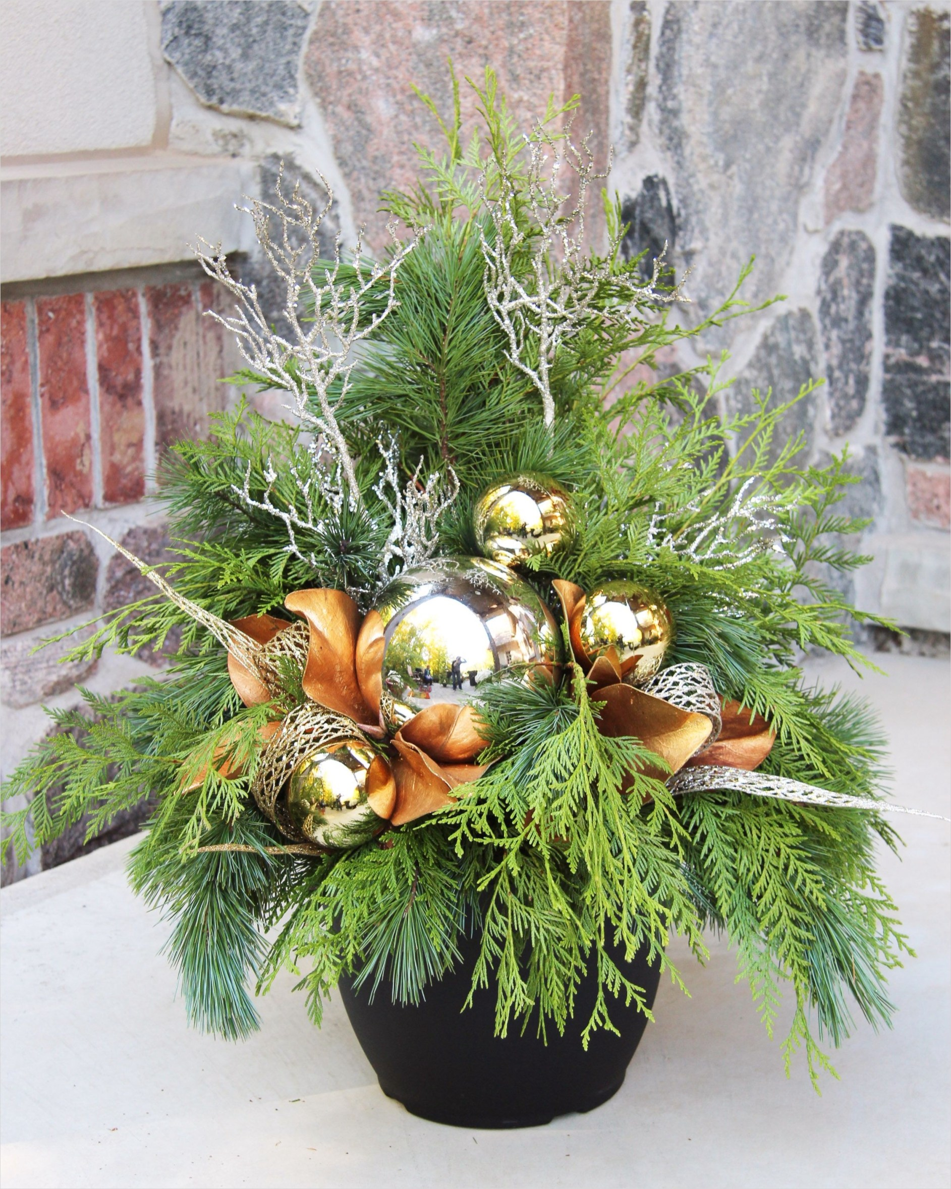 42 Beautiful Christmas Outdoor Pot Decorations Ideas 98 Outdoor Christmas Planter Outdoor Christmas Planters Pinterest 7