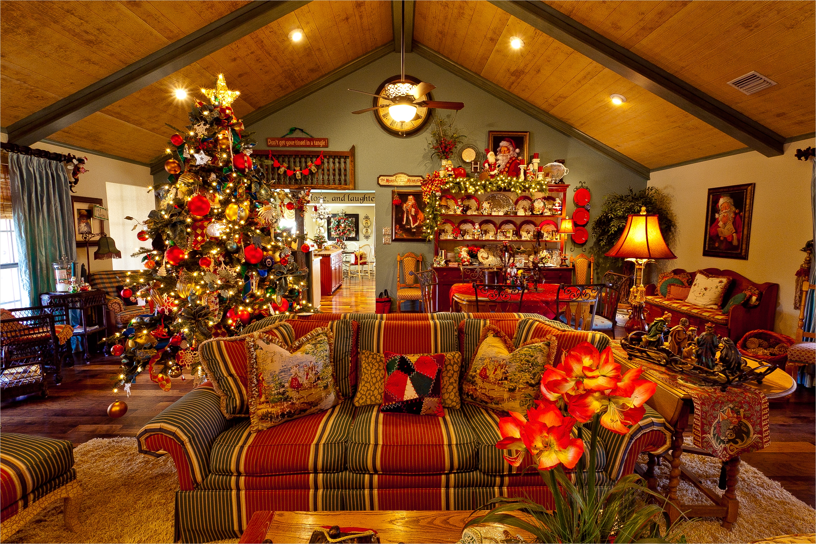 42 Stunning Country Christmas Centerpieces Ideas Ideas 36 Show Me A Country French Home Dressed for Christmas 6