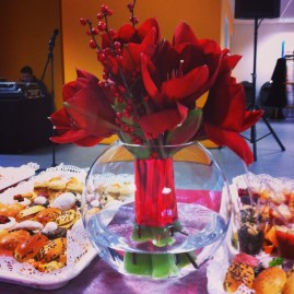 Bouquet d'amaryllis sur vase boule