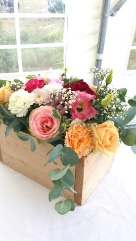 Composition florale en cagette pour les buffets extérieurs