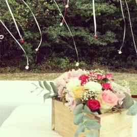 Composition florale en cagette pour le buffet extérieur