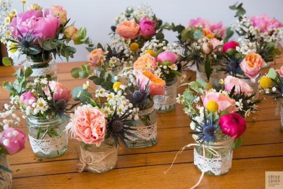 Petits bouquets avant la mise en place sur la grande tablée