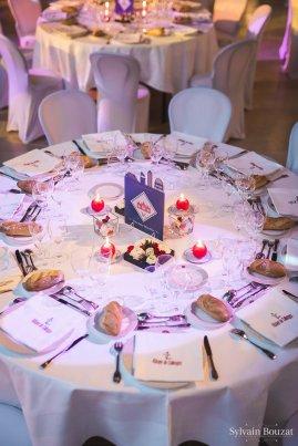 Décoration de table en bleu marine, rouge et blanc
