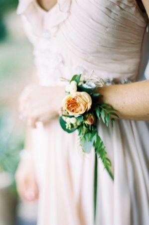 Bracelet de fleurs pour la mariée ou pour ses demoiselles d'honneur